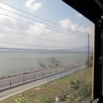 電車から望む宍道湖(しんじこ)。とにかく大きい!